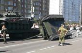 俄羅斯閱兵坦克翻個底朝天